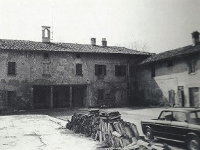 L'abitazione padronale vista dalla corte