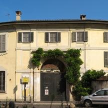 Attuale fronte della villa visibile da via Dardanoni