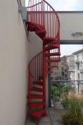 La scala sul terrazzo che porta a un piccolo solarium