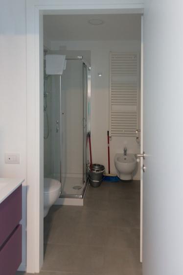 Il bagno dell'appartament 2 letti con cucina