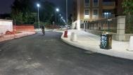 Un breve tratto e subito una curva a sinistra, la strada costeggia le scuole di via Pini. Il rettilineo che si vede sullo sfondo è via Bertolazzi.
