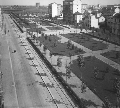 1934-viale-argonne-con-i-binari-tranviari-quando-il-23-fu-prolungato-da-p-le-susa-fino-allattraversamento-aselli-lomellina-piu-o-meno-dove-nella-foto-iniziano-i-prati