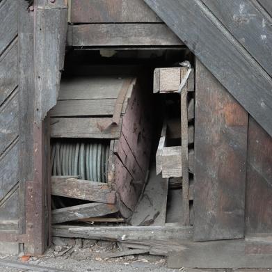11 un pertugio in una porta