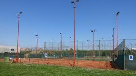 Alcuni dei campi da tennis all'aperto.