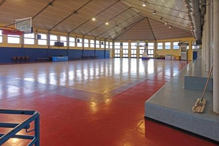Palestra dove si svolgono anche partite di serie D di pallacanestro e C di volley femminile. La tribuna può ospitare 99 persone. Ingresso gratuito.