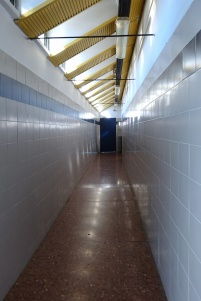 Il corridoio degli spogliatoi delle palestrat copertecorridoio degl