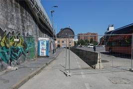 Dopo la terra riportata il tratto della piazza Monte titano che conduce all'ingresso secondario della stazione ferroviaria di Lambratea ferrovia