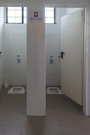 Servizi igienici maschili, nel sottotribuna