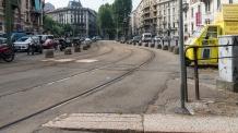 Lo spazio ricavato al posto del mercato per fare passare i tram