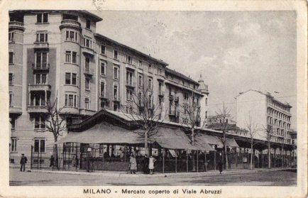 Vista del mercato anni '30 dal lato di viale Gran Sazzo