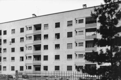 Gabriele Basilico, 1980-1982 Quartiere IACP Fabio Filzi, Milano, 1936-1938 (Arch. Franco Albini 1905-1977, con Arch. Renato Camus e Arch. Giancarlo Palanti) Stampa ai sali d'argento su carta baritata (VINTAGE PRINT), 25x38 cm