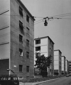 Gabriele Basilico, 1980-1982 Quartiere IACP Fabio Filzi, Milano, 1936-1938 (Arch. Franco Albini 1905-1977, con Arch. Renato Camus e Arch. Giancarlo Palanti) Stampa ai sali d'argento su carta baritata (VINTAGE PRINT), 30,5x25,5 cm