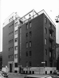 Gabriele Basilico, 1980-1982 Casa Marmont, Via Gustavo Modena, piazza Ermete Novelli, Milano, 1934 (Arch. Gio Ponti 1891-1979) Stampa ai sali d'argento su carta baritata (VINTAGE PRINT), 35x26,3 cm