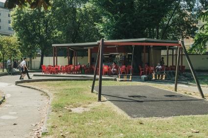 Il chiosco. Sulla sinistra i componenti della Giunta del Municipio3 Antola, Bruzzese, Costamagna