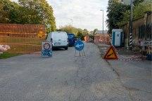 Il divieto di accesso al transito gestito dal personale che sta costruendo il condominio