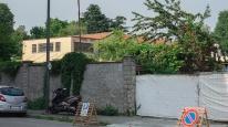 Qui comincia la proprietà della Visatransit: sullo sfondo i tetti