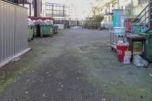 Il centro raccolta rifiuti visto dal giardino Zanoia